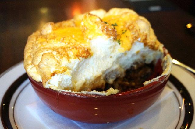 星乃珈琲のダブルチーズのビーフシチュースフレドリア,食事中