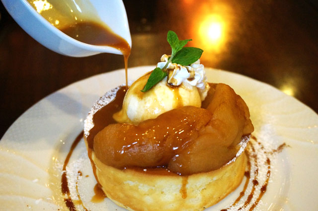 星乃珈琲のキャラメルりんごのスフレパンケーキ,冬メニュー