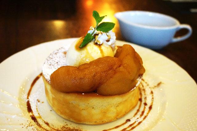 星乃珈琲のキャラメルりんごのスフレパンケーキ