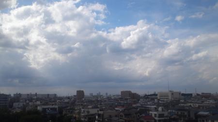 台風前の青空