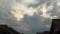 雲優勢の夕方の空