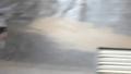 [動画]局地的雷雨で冠水した道路