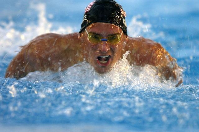 swimmer-563857_640