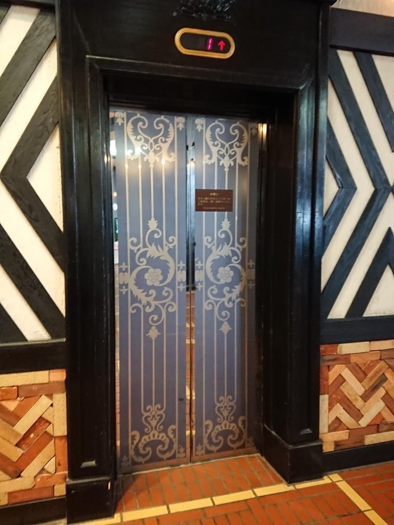 ホテルグリーンプラザ白馬ホテルのロビーエレベーター