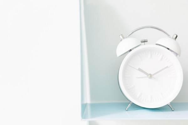 購入時はどら焼きの入荷時間に注意(時計の画像)