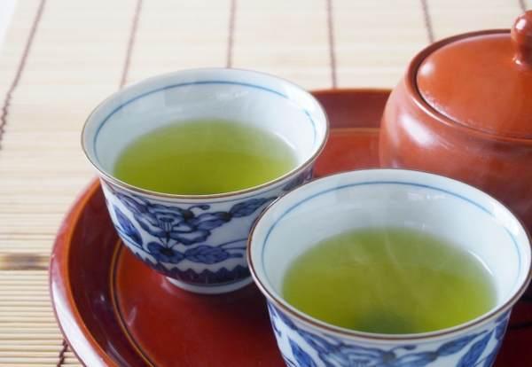 温かい緑茶が飲みたくなってきます