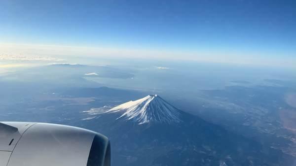 機内から撮った富士山