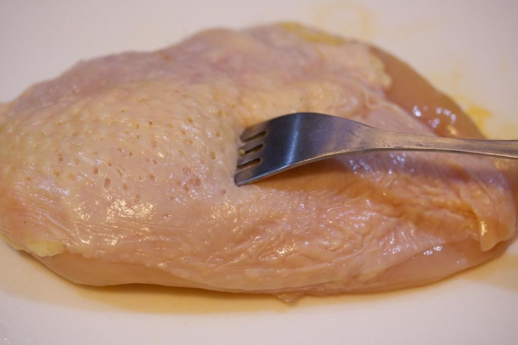 チャーシュー 鶏 胸 肉 【究極レシピ】鶏むね肉を使った『さっぱり鶏チャーシュー』が簡単すぎるのに異常なウマさ! 調味料は「味ぽん」のみ!!