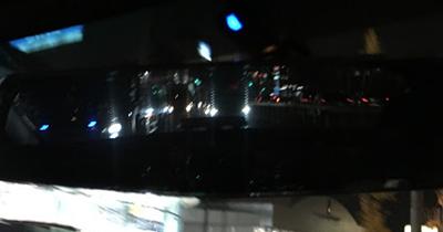 バックミラー越しの後続車ライト