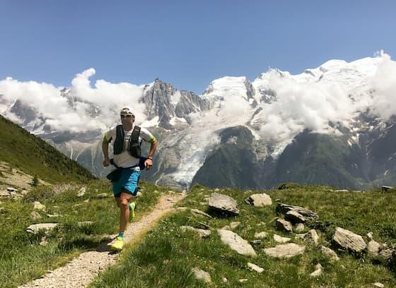 山道を快適に走る人