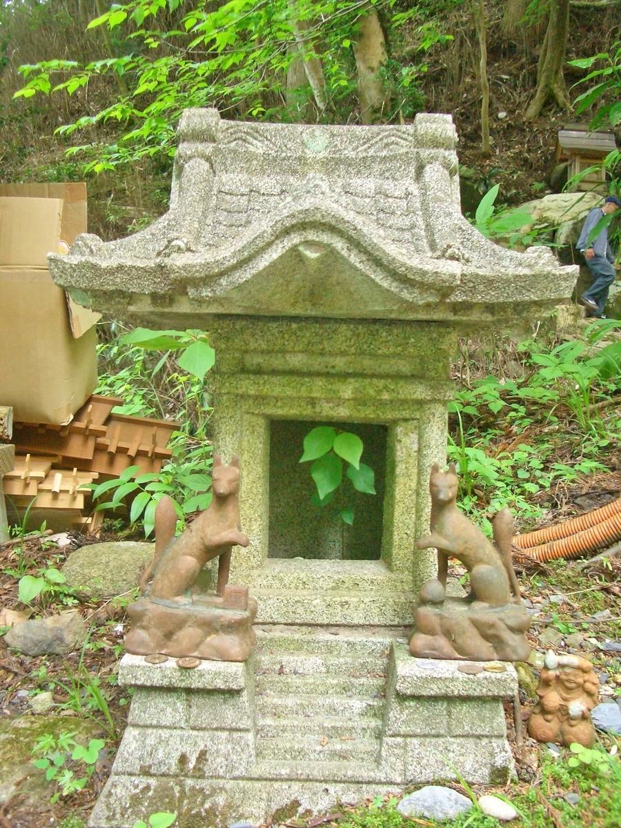 御岩神社の小さなお社