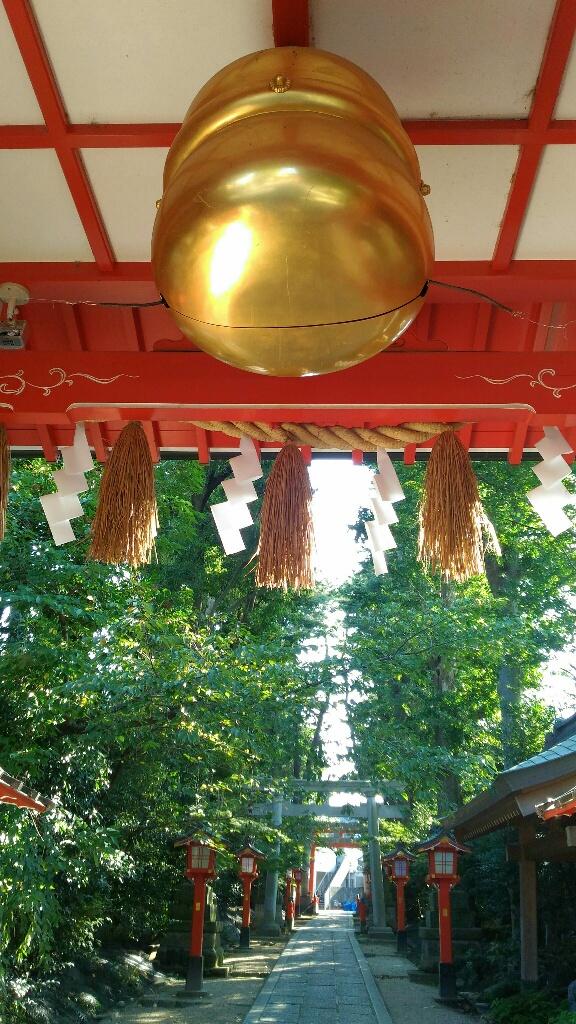 馬橋稲荷神社 開運の大鈴