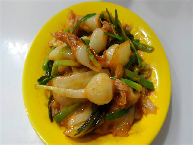 スプラウトニンニクとキムチの炒め物