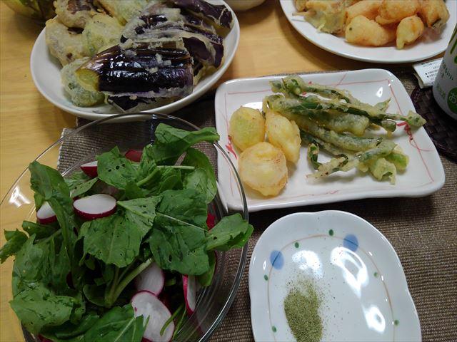 スギナ塩とネギ坊主の天ぷら