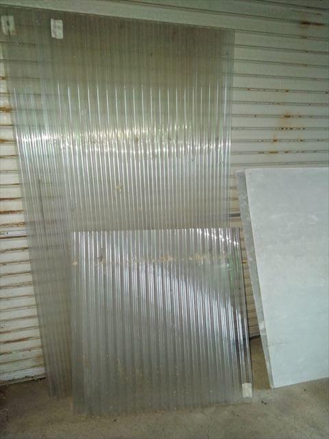 プラスチックの波トタン