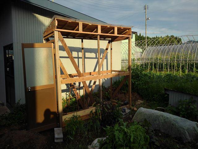 ニワトリ小屋の屋根補強後