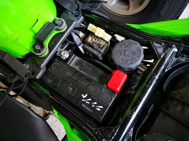 バッテリーはFTX12-BS