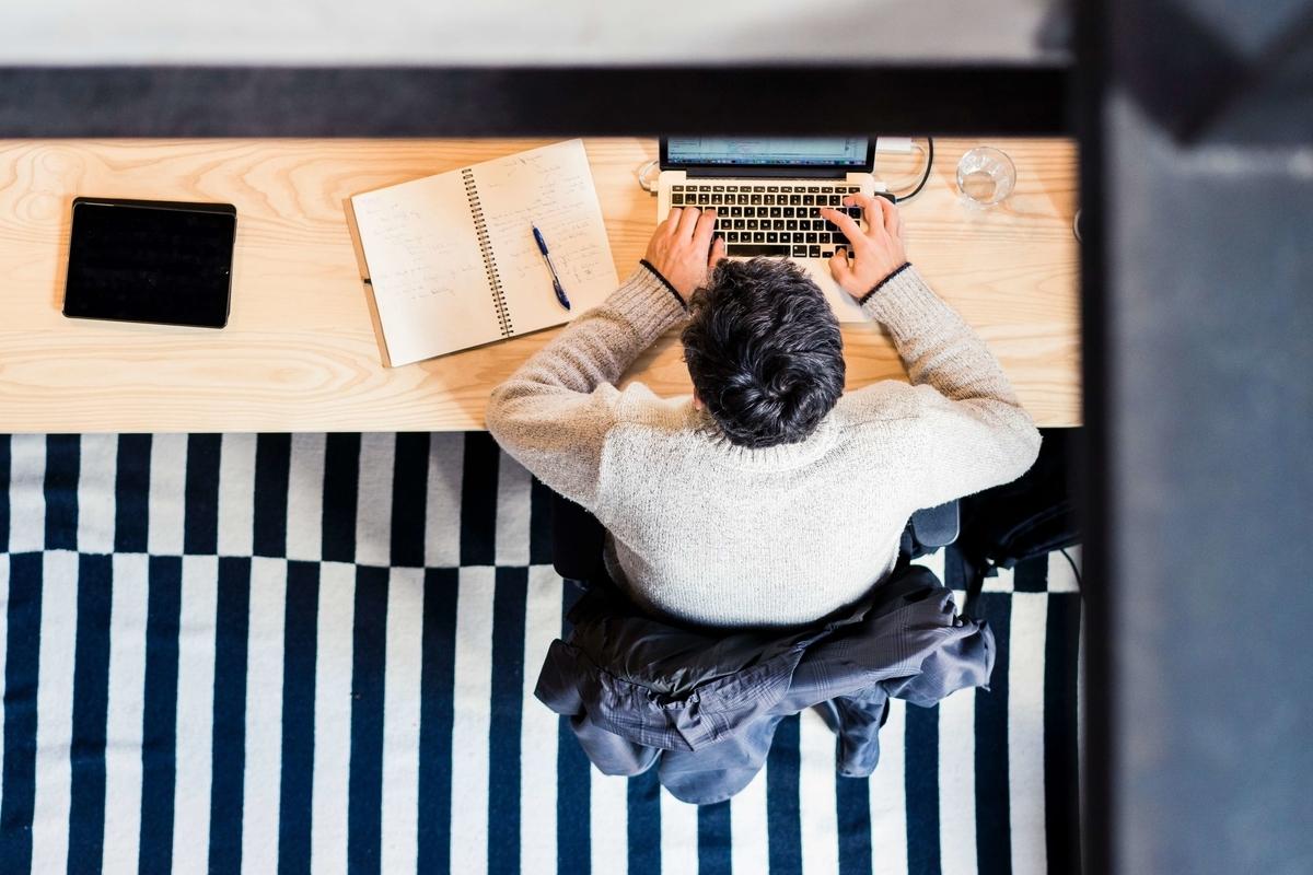 「時差勤務」って英語でなんて言う?「新しい働き方」を表すフレーズ