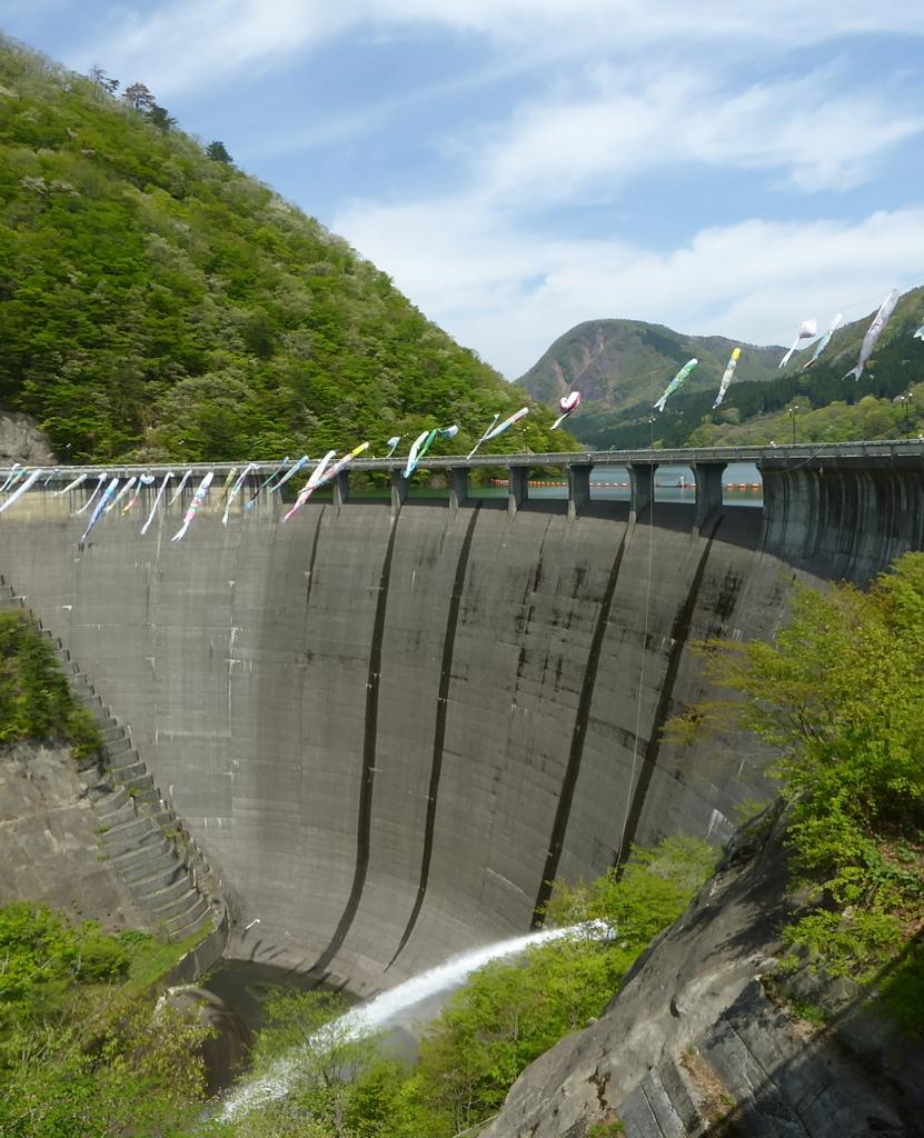 鳴子ダム 正面から