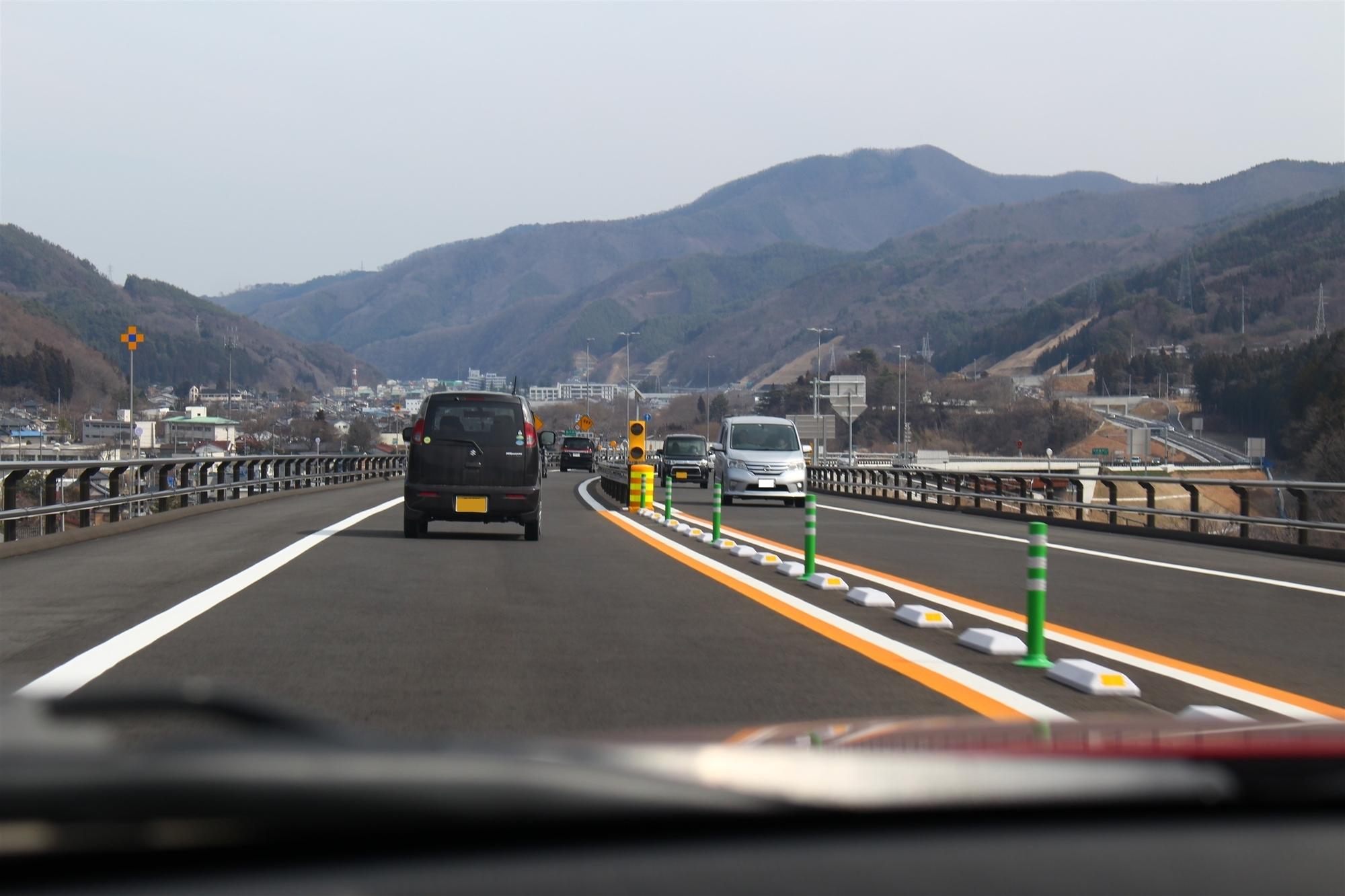 釜石JCT方面へ伸びる本線