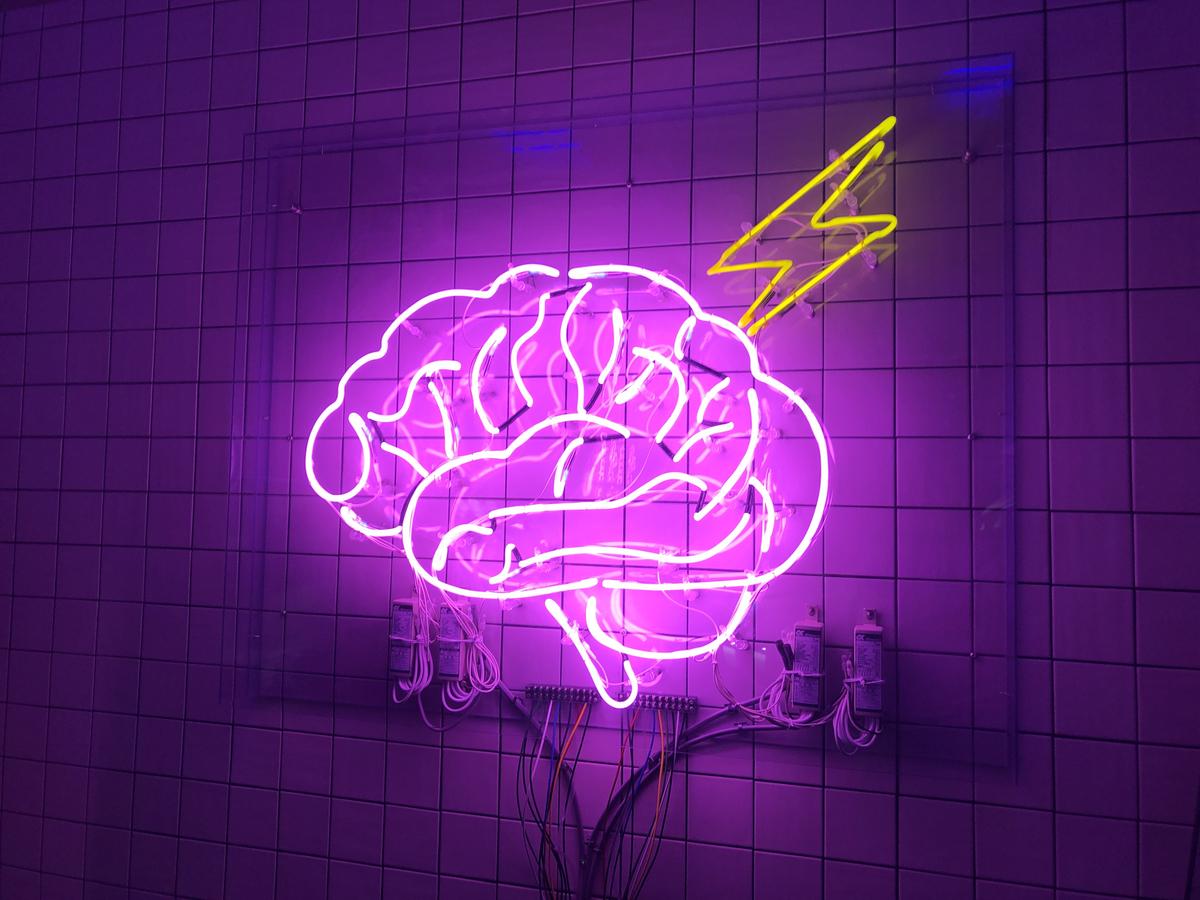 電脳空間。アキバ感電デンキの色味はピンクでネオンでざれんくんにクリーンヒットだ!