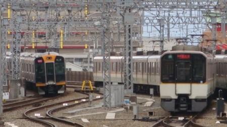 尼崎近鉄車両3.JPG