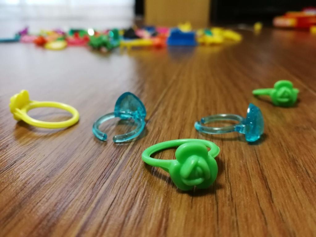フエラムネ玩具指輪