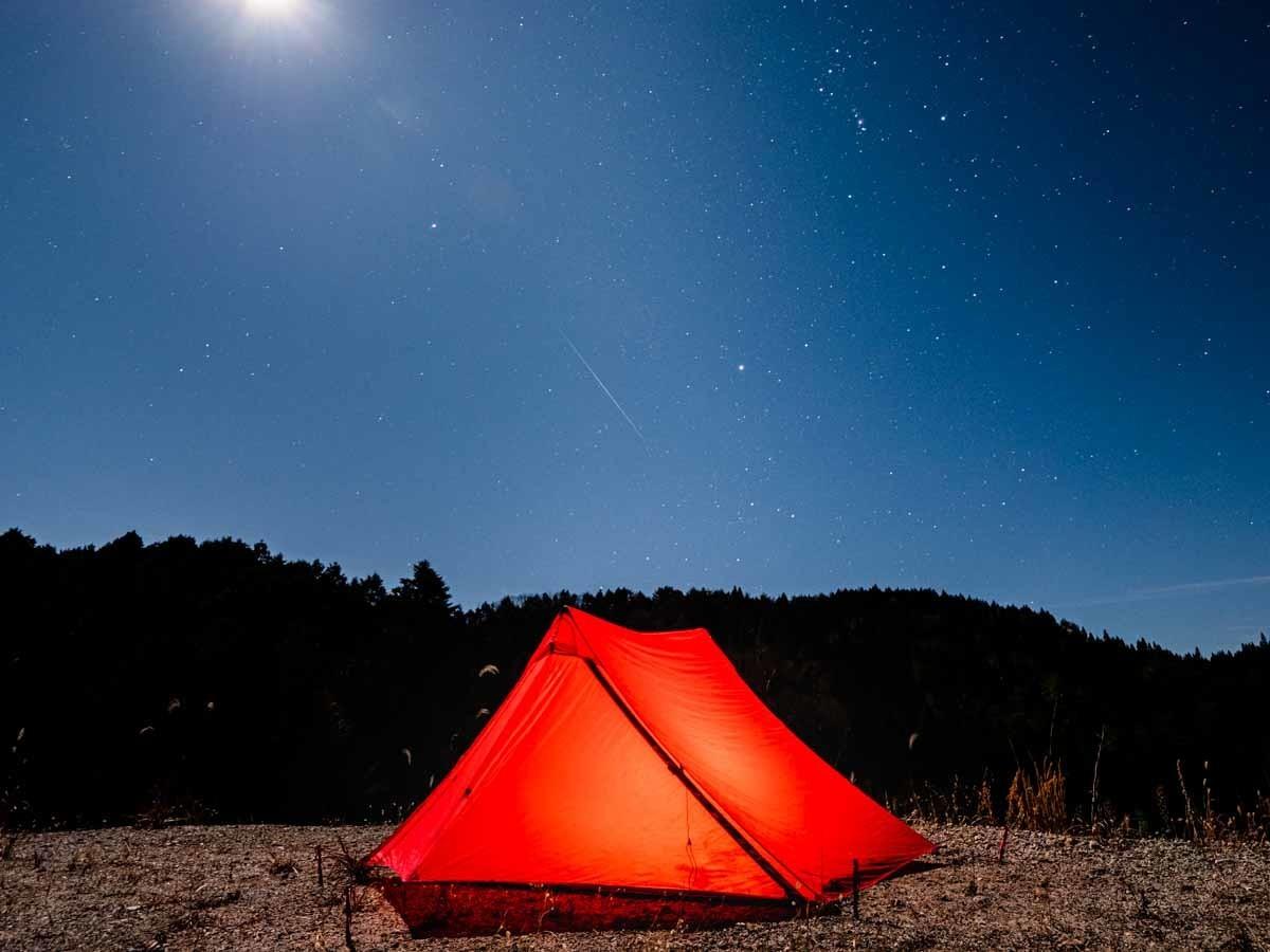 テントと流れ星