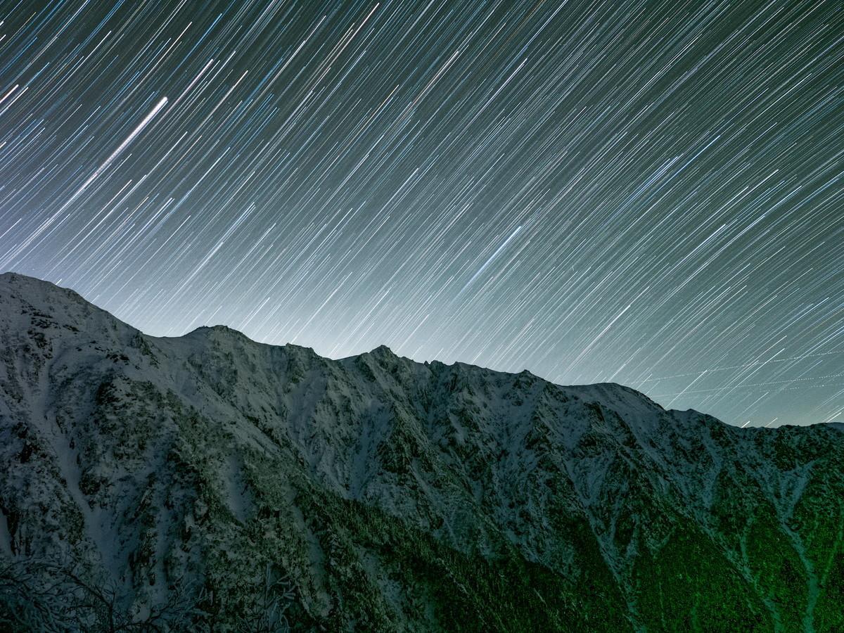 比較明合成した星空と宝剣岳