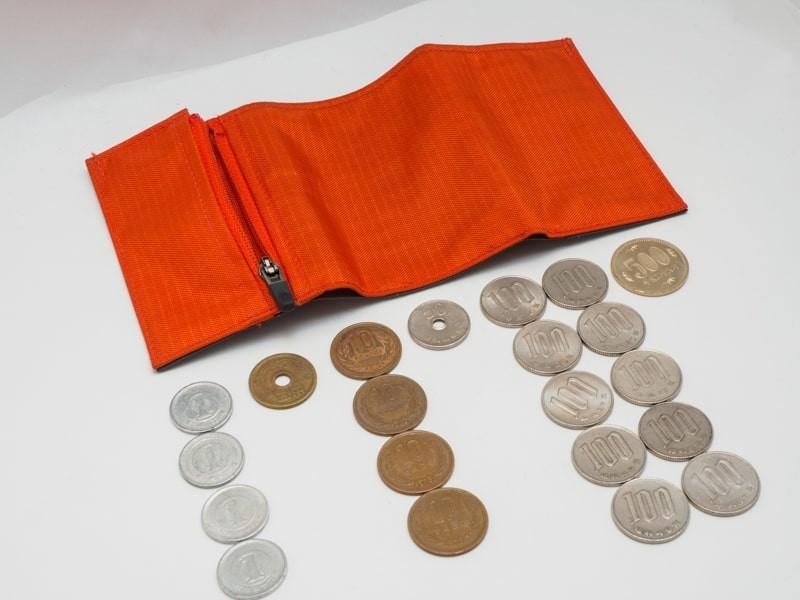 モンベル トレールワレットに入る小銭を並べる