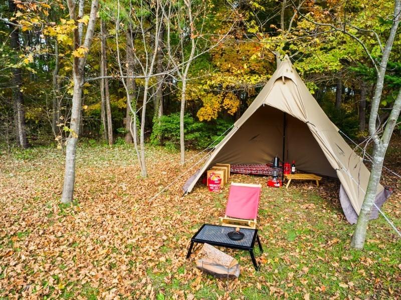 落葉のキャンプを俯瞰撮影