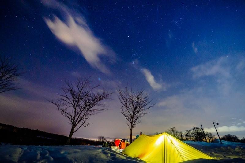 冬のエルム高原家族旅行村でタープ泊で見る星空