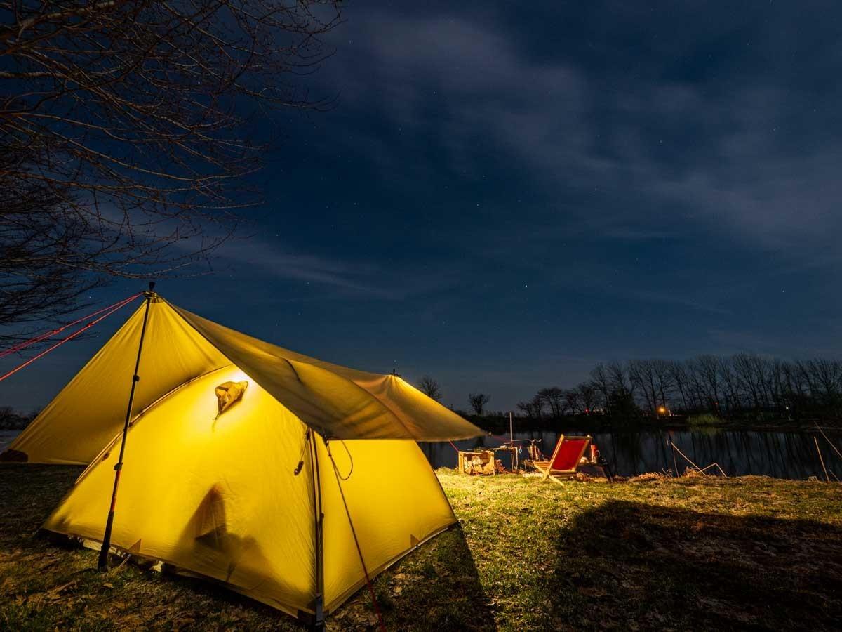 南幌町三重湖公園キャンプ場でテントを張ってる夜景