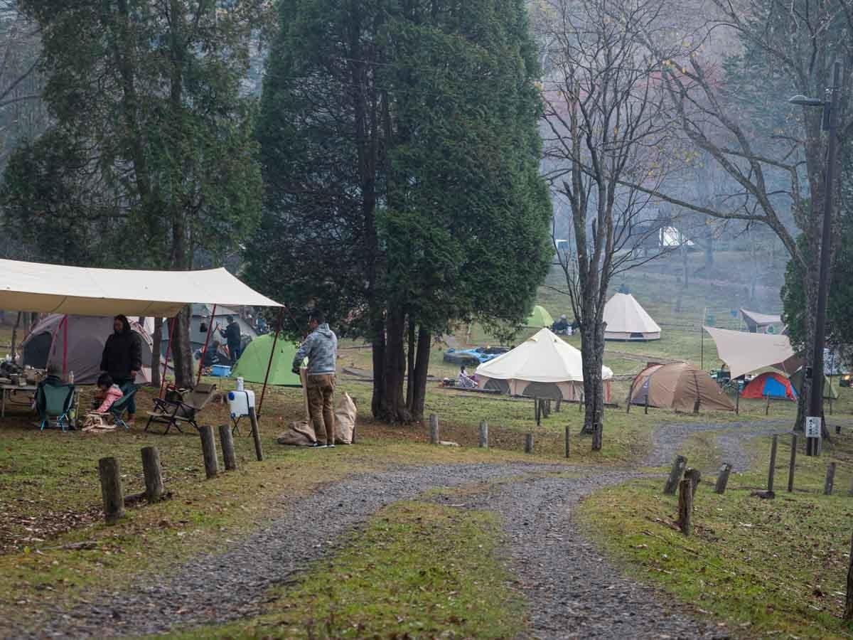 遠目で見たキャンプ場