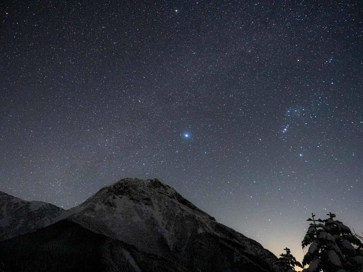 阿弥陀岳と星空