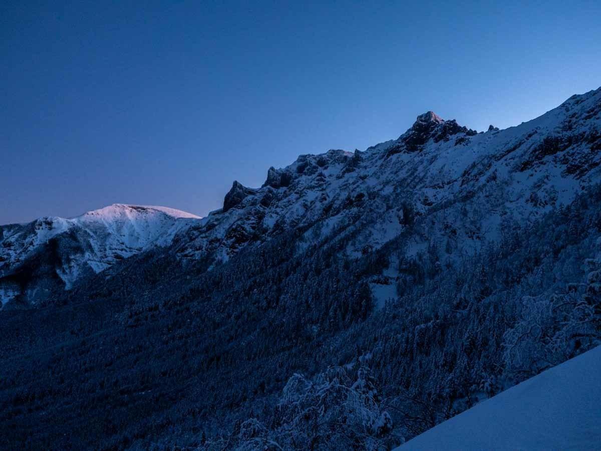 日の出前の横岳