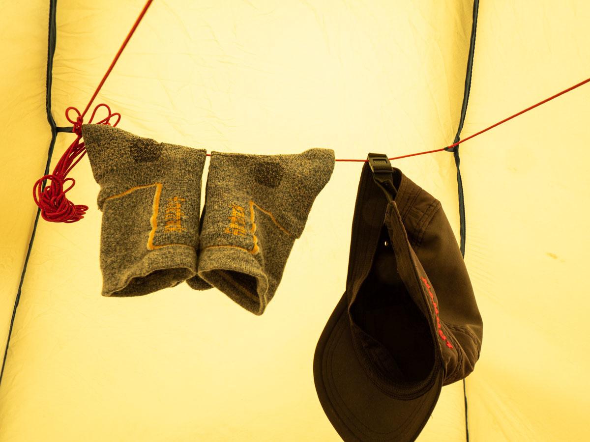 プロモンテ VL25 テント内にロープを張り洗濯ものを干す