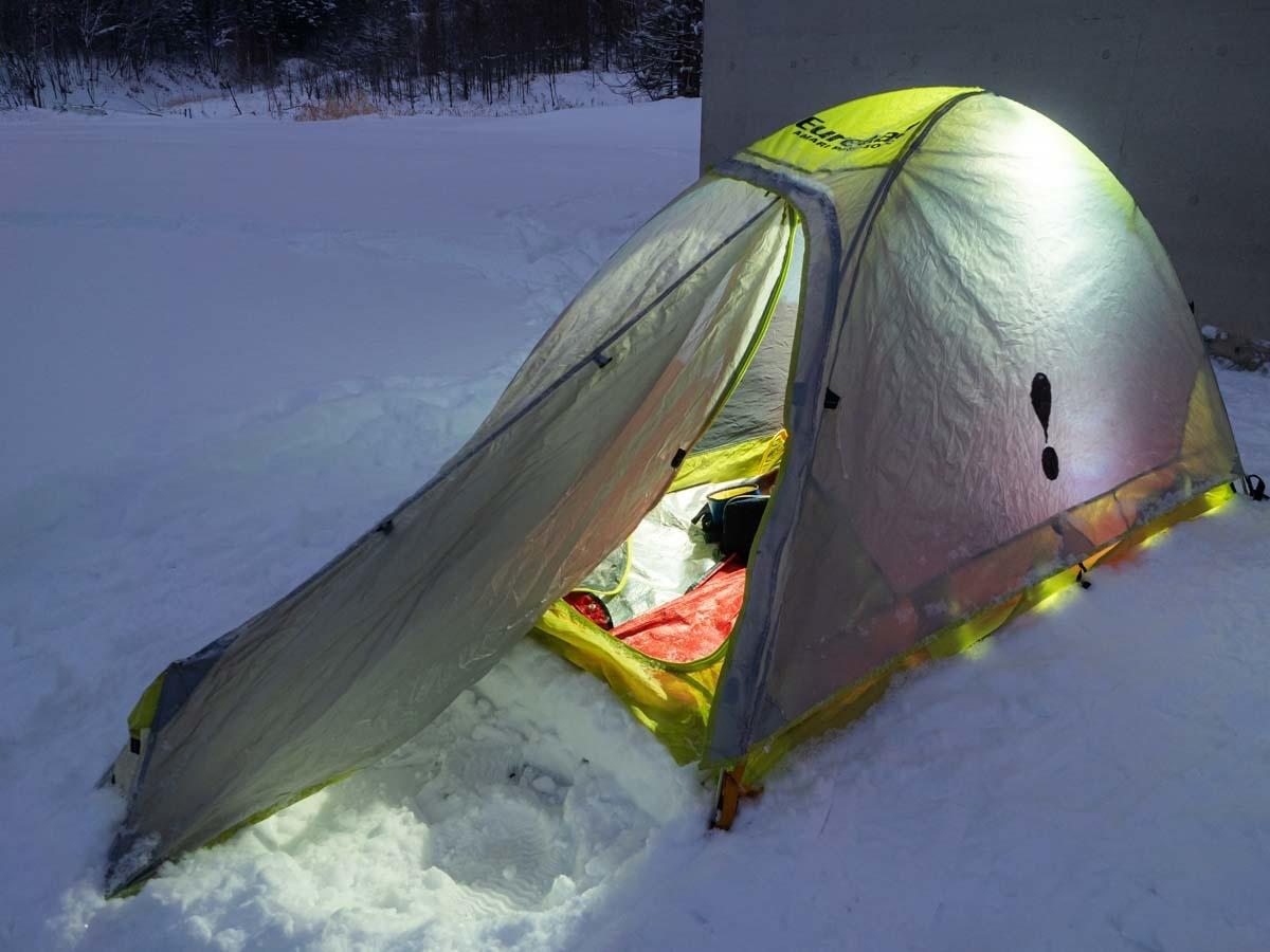 短辺出入口のテント