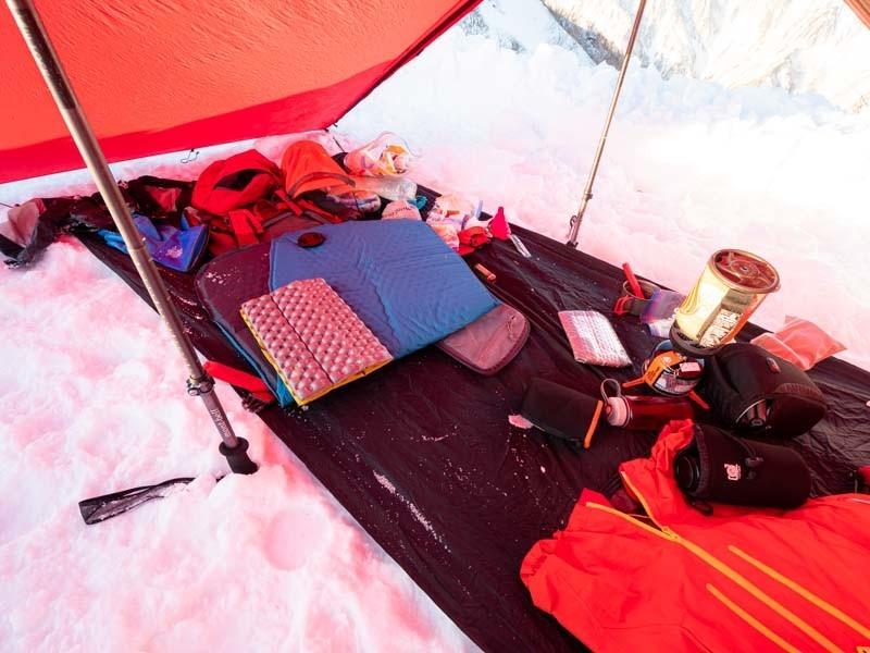 冬山テント泊のテント内