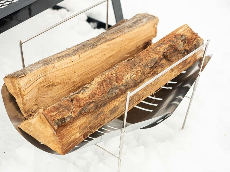 ピコグリルに薪を乗せる