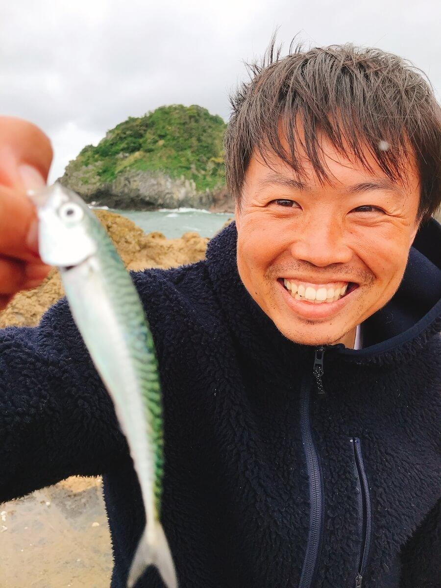灯台島で鯖っ子が釣れる
