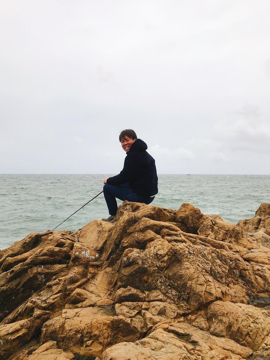 灯台島で釣りをするホラッチョ
