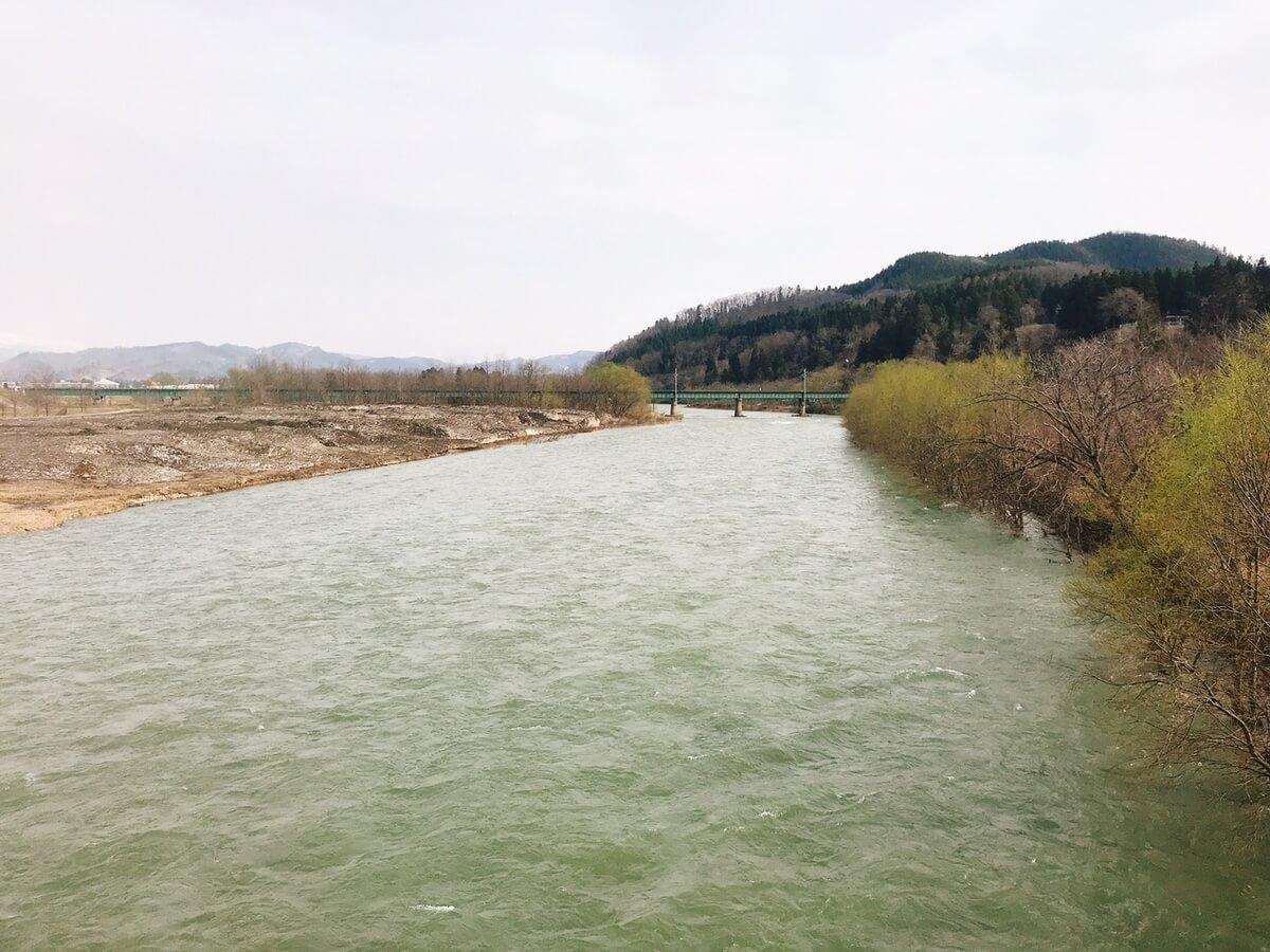 激流の皆瀬川で五目釣り
