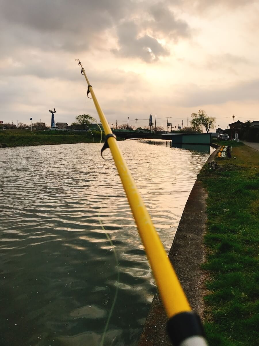 霞ヶ浦水系でジッターバグをリトリーブ