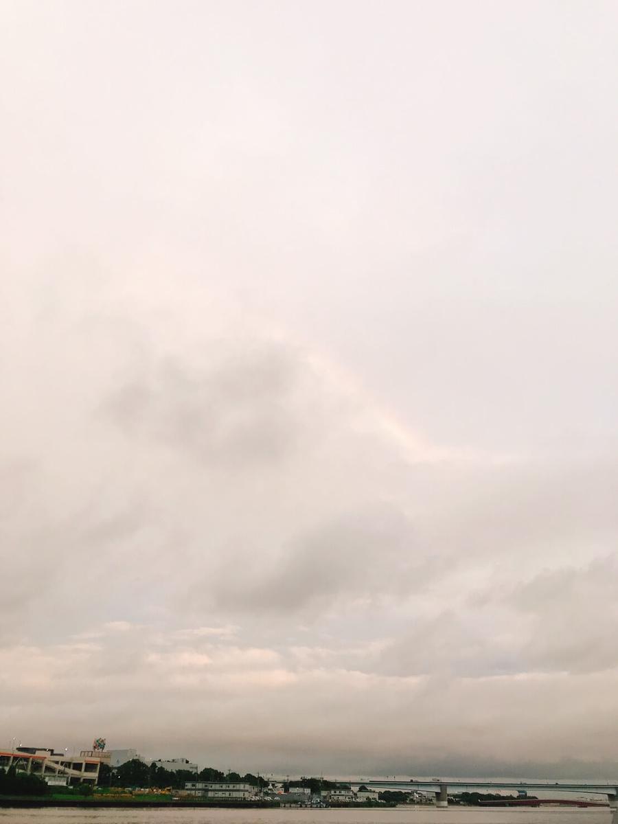 京浜運河の残念な写りの虹