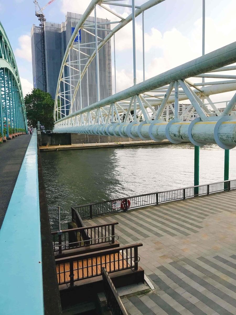 千住大橋から見た橋詰テラス