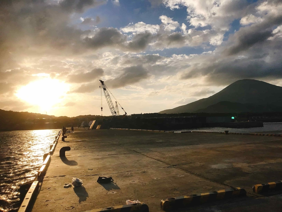 底土港の夕日