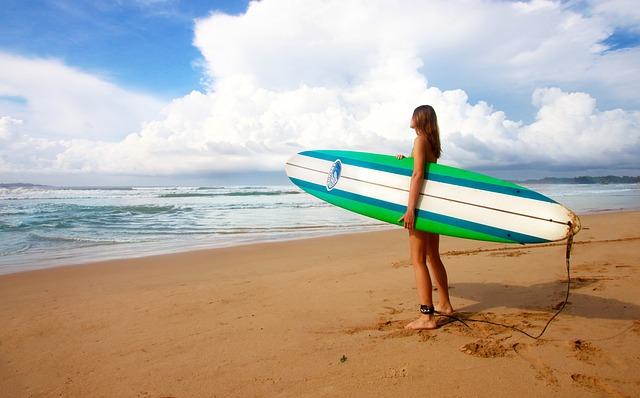 サーフィン女性