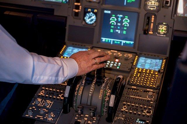 CAのロッカールーム★CAとパイロットの関係は?