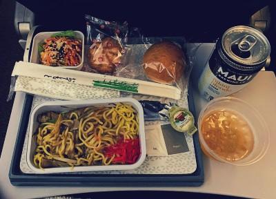 ハワイアン航空エコノミークラス搭乗記 お食事やきそば